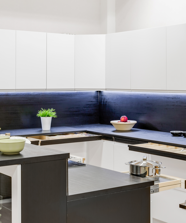 Aktiivilinjalla lisää säilytys- ja laskutilaa keittiöön.